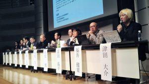 右端:津田大介氏(ジャーナリスト、インターネットユーザー協会代表理事)