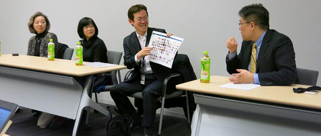 2月8日開催「違法ダウンロード範囲拡大を考える院内集会」後のブリーフィングで、自身のパソコンに保存されている画像のサムネイル表示を示すマンガ家の赤松健氏
