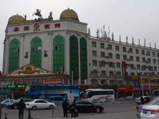中国・武漢市の武昌駅前広場