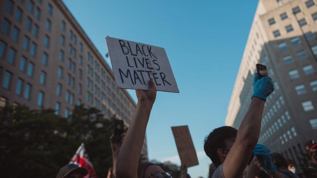 種 差別 人 アメリカ アメリカの人種差別問題で今、何が起こっているのか?「Black Lives
